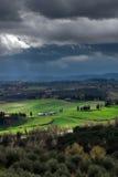 Paysage de temps orageux avec la belle lumière Photographie stock libre de droits