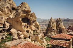 Paysage de village d'Urgup avec de vieilles maisons de caverne, Cappadocia photos libres de droits