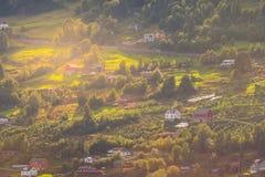 Paysage de village de montagne de la Norvège photographie stock