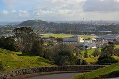 Paysage de ville d'Auckland un jour orageux d'hiver Images stock