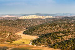 Paysage de ville en montagnes de Judean, Israël Photographie stock libre de droits