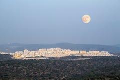 Paysage de ville en montagnes de Judean, Israël Image stock