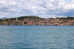 Paysage de ville et de lac d'Ohrid Image stock