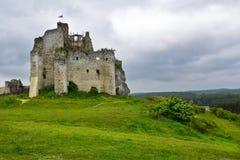 Paysage des ruines de château de Mirow en Pologne Photographie stock