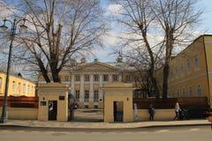 Paysage donnant sur le bâtiment de ville à Moscou photo libre de droits