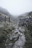 Paysage dramatique d'Autumn Fall des collines rocheuses en vallées de Yorkshire Image libre de droits