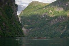 Paysage dramatique de fjord en Norvège Photos stock