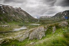 Paysage dramatique de montagne en Scandinavie Photographie stock libre de droits