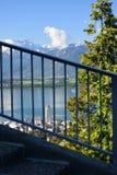 Paysage du Lac Léman et des bosselures du Midi avec Montreux vers le bas image stock