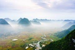 Paysage du Vietnam : Le riz met en place avec une rivière dans la vallée du fils-Viet Nam de fils-Lang de personne-CCB de minorit Images libres de droits