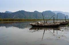 Paysage du Vietnam : Le voyage sur le marécage, Van Long, Ninh Binh, Vietnam Photographie stock libre de droits