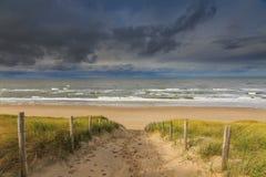 Paysage dunaire au lever de soleil Photo stock