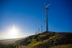 Paysage espagnol de village avec des moulins à vent Photographie stock