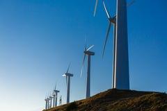 Paysage espagnol de village avec des moulins à vent Photos stock