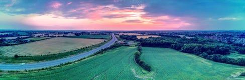 Paysage et coucher du soleil aériens panoramiques Photo stock