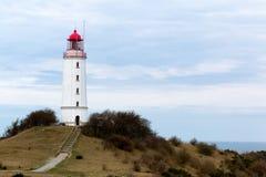 Paysage et phare Dornbusch à l'île de Hiddensee, Allemagne images stock