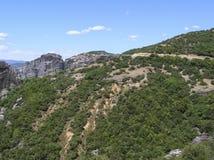 Paysage européen naturel coloré Chaîne de montagne avec les arbres verts photo stock