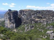 Paysage européen naturel coloré Chaîne de montagne avec les arbres verts images stock