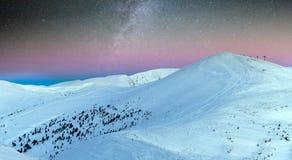 Paysage fantastique rougeoyant par lumière du soleil Parc naturel Carpathien, Ukraine, l'Europe Carpathien, Ukraine, l'Europe Bon Images stock
