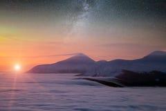 Paysage fantastique rougeoyant par lumière du soleil Parc naturel Carpathien, Ukraine, l'Europe Carpathien, Ukraine, l'Europe Bon Photo libre de droits
