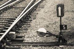 Paysage ferroviaire de commutateur, regard au dortoir Photographie stock libre de droits