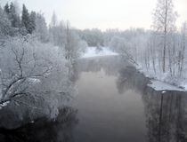 Paysage hivernal de fleuve Photographie stock libre de droits