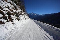 Paysage hivernal de montagne avec le soleil Photographie stock