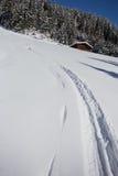 Paysage hivernal de montagne avec le soleil Image stock