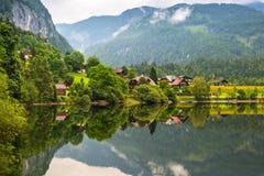 Paysage idyllique de lac Grundlsee en montagnes d'Alpes Image stock