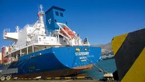 Paysage industriel de l'infrastructure développée de port maritime Mettez en communication les grues et les navires, les entrepôt Photos libres de droits