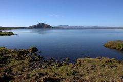Paysage islandais avec le lac Thingvallavatn dans Thingvellir Image stock