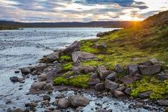 Paysage islandais d'été avec le phénomène Islande Scandinavie du soleil de minuit photographie stock libre de droits