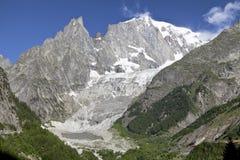 Paysage italien d'été de Mont Blanc de côté Mont Blanc est le sommet le plus élevé des Alpes occidentaux européens Photos libres de droits