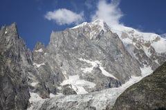 Paysage italien d'été de Mont Blanc de côté Mont Blanc est le sommet le plus élevé des Alpes occidentaux européens Images stock