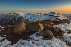 Paysage majestueux d'hiver dans les montagnes de Bucegi, Carpathiens, RO Image libre de droits
