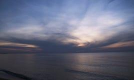 Paysage marin abstrait au coucher du soleil Photo stock