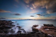 Paysage marin au coucher du soleil Photos stock