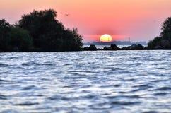 Paysage marin au lever de soleil/au coucher du soleil Roumanie photos stock