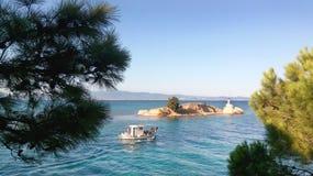 Paysage marin avec de l'eau espace libre de turquoise, fond bleu photos stock