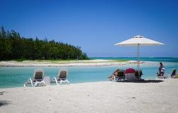 Paysage marin avec de l'eau turquoise au jour ensoleillé Photo libre de droits