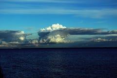Paysage marin avec des cumulus image stock