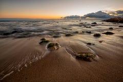 Paysage marin avec des pierres Photos libres de droits