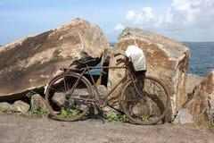 Paysage marin avec la bicyclette Images stock