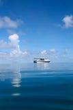 Paysage marin avec le bateau Photographie stock