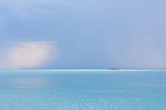 Paysage marin avec le bateau. Photo libre de droits