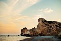 Paysage marin célèbre de la roche de la plage d'Aphrodite à Photographie stock