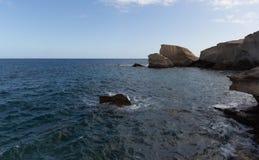 Paysage marin/côte - roches et ciel d'océan Image stock
