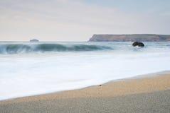 Paysage marin crépusculaire de Cornouailles, Polzeath, R-U. Image libre de droits