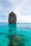 Paysage marin d'île de roche chez Krabi, Thaïlande Images libres de droits