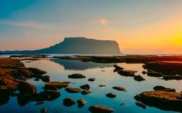 Paysage marin d'ilchulbong de Seongsan en île de Jeju, Corée du Sud image stock